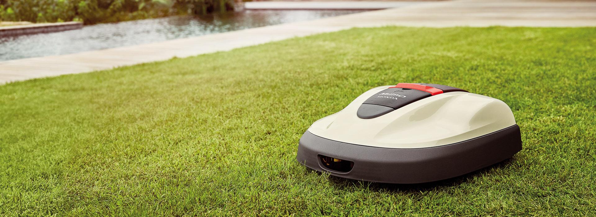 Boerger-Motorgeraete-Honda-Miimo-Rasenroboter-im-Einsatz-perfekter-Rasen